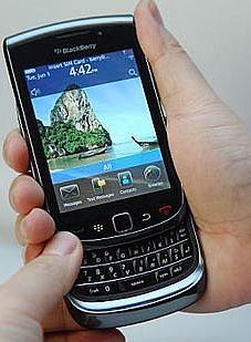 BlackBerry Review of News: New BlackBerry (9800?)Slider, Slides to AT&T August 3